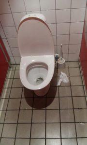 Det andet toilet på herretoilettet på Bakkens Grill og Bøfhus